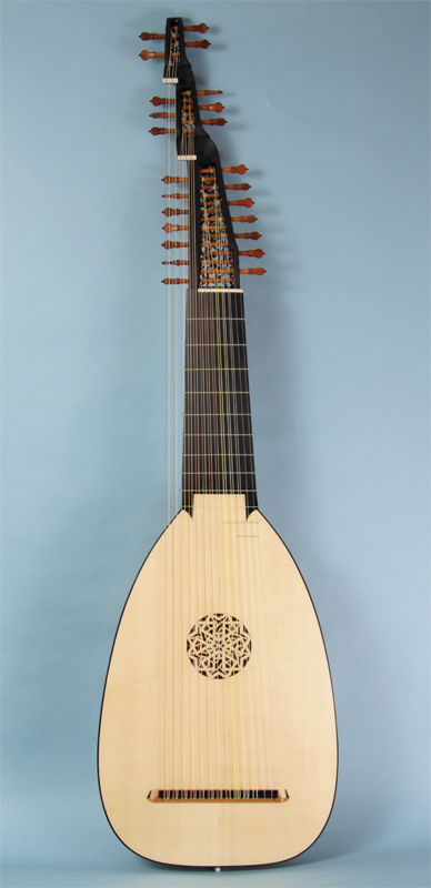 http://www.mateus-lutes.com/image/baroque/ts13_front.jpg